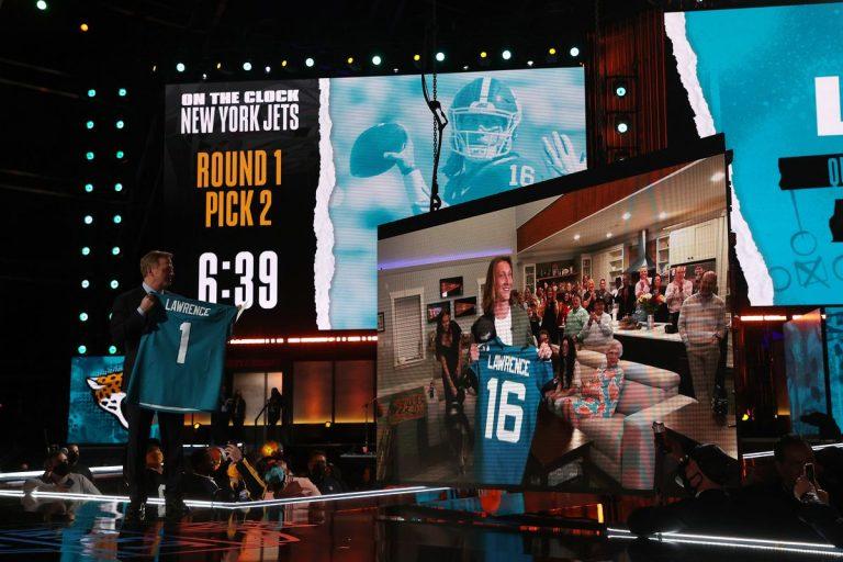 NFL Draft 2021: Trevor Lawrence #1, Bears traden omhoog voor Fields