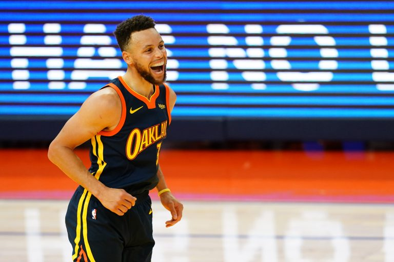 Steph Curry houdt Warriors in playoff-race, Lakers verbazen Nets