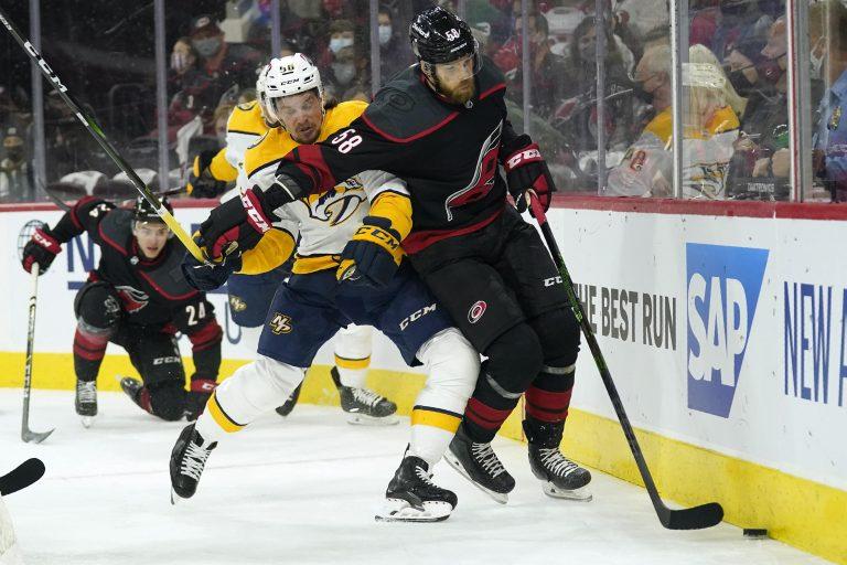 NHL play-offs: Sprong ziet Boston langszij komen, Avs en Canes winnen