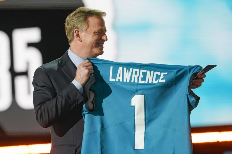 NFL Weekly: Lawrence als #1, rumoer rondom Rodgers