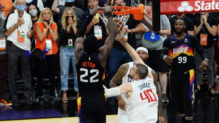 Suns winnen game 2 op bizarre manier, Trae Young verslaat ook Bucks in game 1