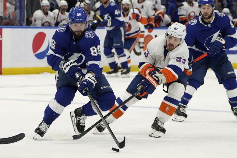 NHL play-offs: Kucherov helpt Lightning voorbij Islanders