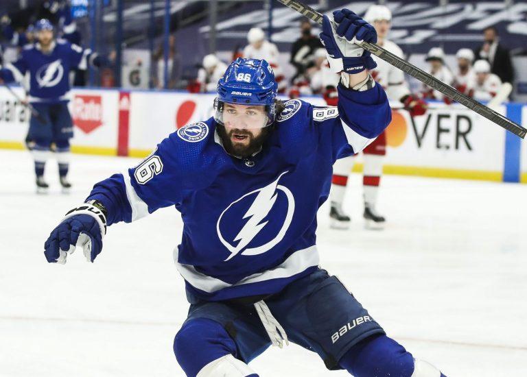 NHL play-offs: Tampa Bay is er bijna, Islanders kloppen Bruins