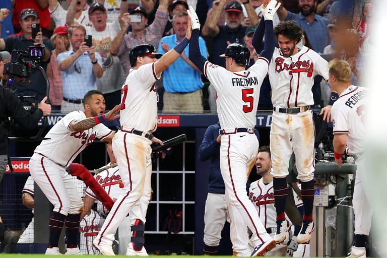 Freeman slaat Braves naar NLCS, Astros verpletteren White Sox